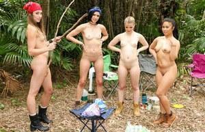 Секс в палатке студенток с большими жопками