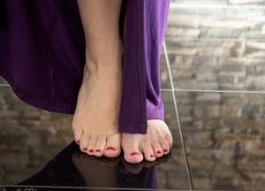 Жопастая запихнула два пальца в половую щель