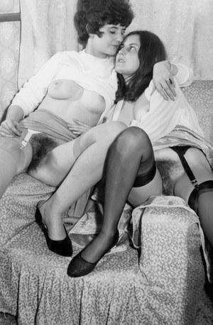 Черно белые фото телок с волосатыми пиздами