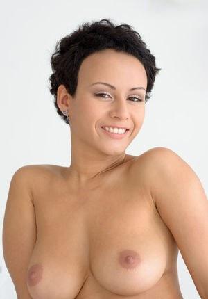 Голая бабенка в сексуальных чулочках