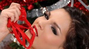 Рождественский самотык в пизде дамы в чулках