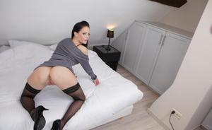 Секс жены в чулках после работы с мужем