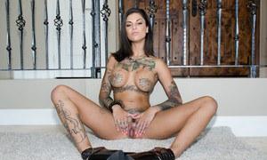 Сисястая татуированная жена пригласила подружку на групповуху ЖМЖ с мужем