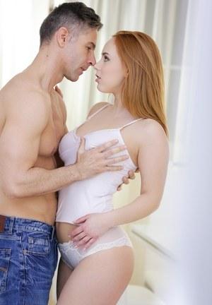 Красивый секс с рыжей малышкой в эротичном белье
