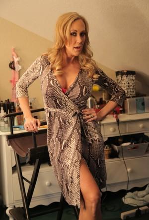 Один день из жизни знаменитой порно модели Брэнди Лав  королевы групповых сцен