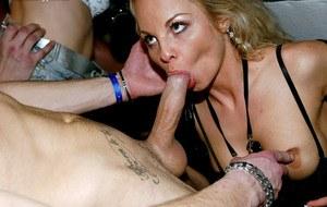 Недотраханных жен ебут на вечеринке для свингеров