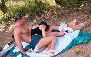 Девки с бритыми кисками устроили дикий секс на нудистском пляже