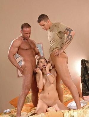 Военные поимели блондинку в рот и отодрали в анус