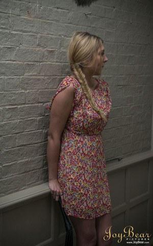 Блондинка отсосала в подворотне перед бурным сексом на хате с левым кобелем