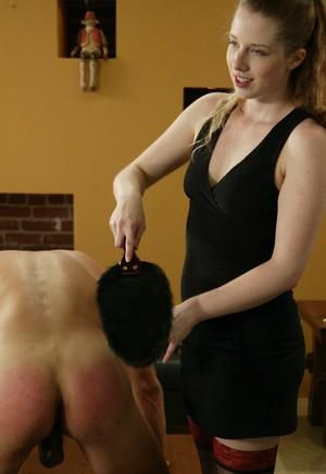Госпожа в коротком платье и чулочках жестко лупит по заднице любовника мазохиста