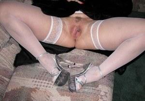 Толстая зрелка в чулках впервые раздевается на камеру и показывает пизду с пирсингом