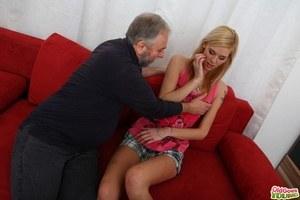 Бойфренд с дедушкой в МЖМ выебали худую татуированную блондинку в МЖМ