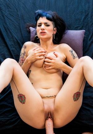 Накончал в рот татуированной брюнетке после жесткого секса в разных позах