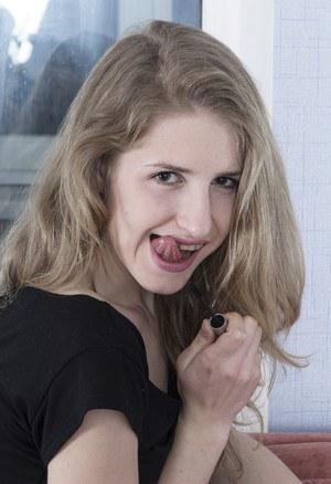 Блондинка сквозь прозрачные трусики демонстрирует дружку волосатую промежность