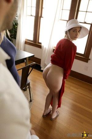Новая гувернантка поебалась с хозяином и насладилась кончой в бритой киске