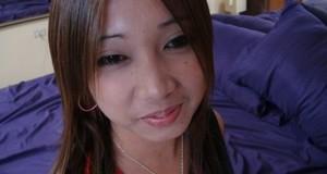Вьетнамская брюнетка радуется порции горячей спермы в бритой налысо пилотке