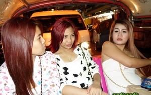 Турист оттрахал тайскую проститутку и слил кончу в пизду смазливой шлюшки