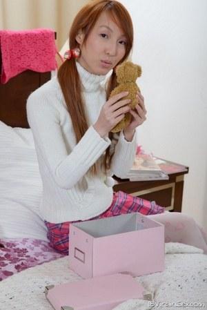 Трахнул рыжую азиатскую студентку и кончил узкоглазой девке в вагину