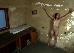 Мужики приковали брюнетку к стене и жестко издеваются в групповухе