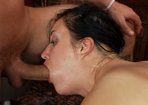 Любительницу БДСМ секса мужики ебут большими хуями во все дырки