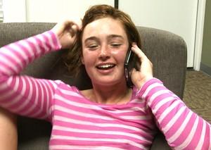 Однокурсники жестко оттрахали молодую рыжую студентку большими хуями