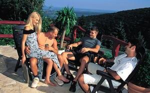 Муж с друзьями в три ствола натягивают жену блондинку во все дырки